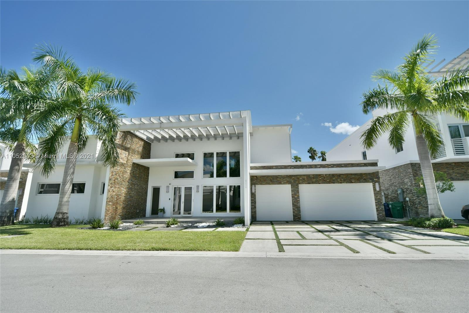 Coveted single-story property in one of the best-located condominiums in the city of Doral Oasis Park built in 2015. This beautiful 5 bed, 6 bath home stands out for having high ceilings creating a wow effect from the moment you walk in. Has a magazine closet the dream of any discerning woman or man.    Pool Completely renovated house porcelain floors,  Outdoor equipped with built-in barbecue, ice maker, refrigerator, hibachi grill, deep fryer, stove, pizza oven, etc. Next to Doral City Place for shopping, dining, and fun. Access to Palmetto Expressway, Turnpike & Dolphin Expressway & Golf Resort. The Sellers wants a Clear a good offer for both parties No Subject to Appraisal.