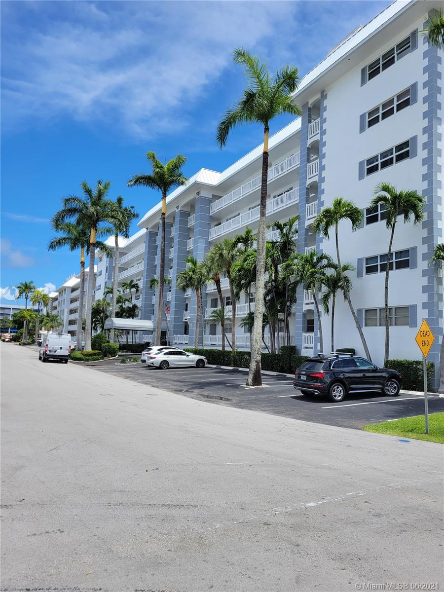 Waterfront condo in well maintained 6 story building in Coral Ridge area. This 2 bedroom/2 bathroom offers wide intracoastal and pool view from large enclosed terrace. Unit comes with deeded underground parking space and storage locker. Located within walking distance to beach 5 star restaurants and shopping.