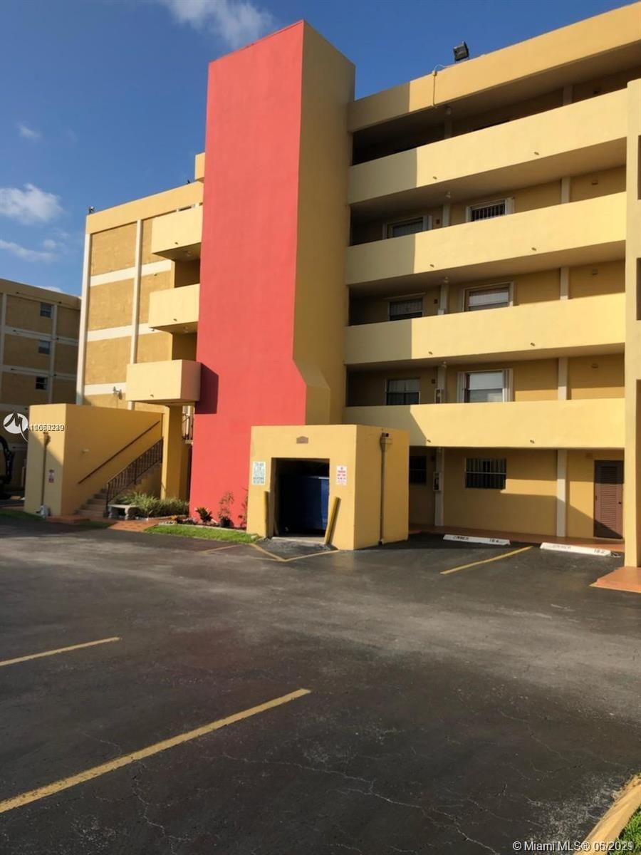 Spacious one bedroom apartment in the sought out Fontainebleau neighborhood! Updated kitchen featuring stainless steel appliances. Freshly painted through out with a specious bedroom! One additional bonus space can be used as an office or extra storage. Brand new AC and heater unit. Close to Walmart and major highways! This unit will not last!! Call today for an appointment.