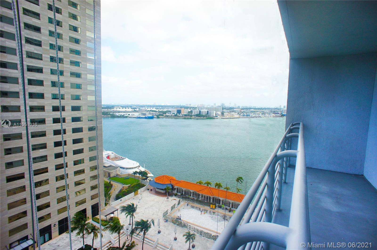 Impeccable and beautiful 1 Bed 1 Bath unit in desirable One Miami East.  Features wood floors, stainless steel appliances and a great view of the city and bay. Close to entertainment, shopping and beaches. Priced to sell. Great conditon, very well taken care of. Resort-Style amenities, and walking distance to Urban downtown, Brickell, Bayside Park, shops and more.  Easy access to I-95.