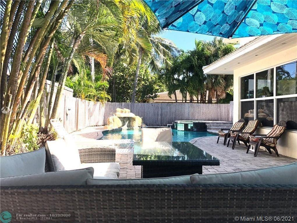 beautiful house with pool stunning pool, large and ready to move in,