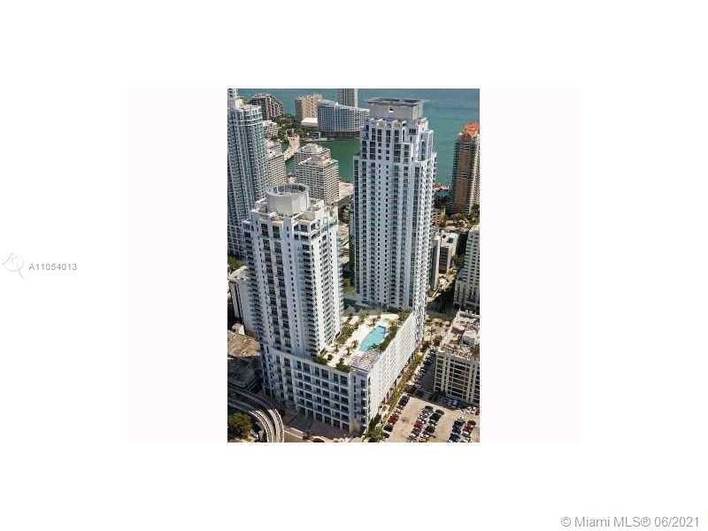 EXCELLENT URBAN LIFESTYLE LOCATION ON BRICKELL AVE, BEST 1BED-1.5BATH LOFT FLOOR PLAN.  LIVE ON 2 FLOORS.  MARBLE FLOORS,  18' CEILINGS, FLOOR TO CEILING IMPACT WINDOWS, ITALIAN-STYLE CABINETRY, SS APPLIANCES, GRANITE COUNTER TOPS, W/D SS APPLIANCES AND 1 ASSIGNED PARKING.  WALKING DISTANCE TO CITY CENTER, MARY BRICKELL VILLAGE, METRO RAIL+MUCH MORE!