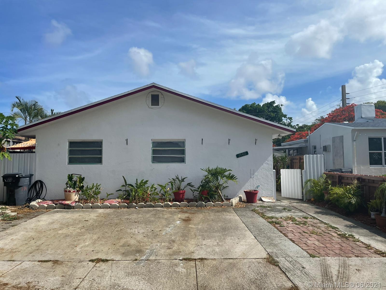 1940  Cleveland St  For Sale A11054081, FL