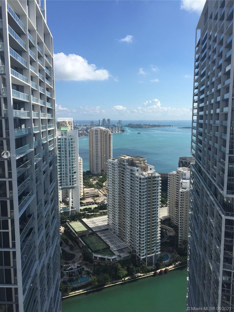 AMAZIN 1 BEDROOM AT BRICKELL.LUXURY AMENITIES SHARE WITH W HOTEL, SPA, GYM, POOL, CLUB AT 50TH FLOOR,RESTAURANT, CIPRIANI AT THE BUILDING. GREAT DEAL FOR RENT WITH AIRBNB. UNIT RENTED UNTIL DECEMBER 11TH, 2021. GREAT TENANT.