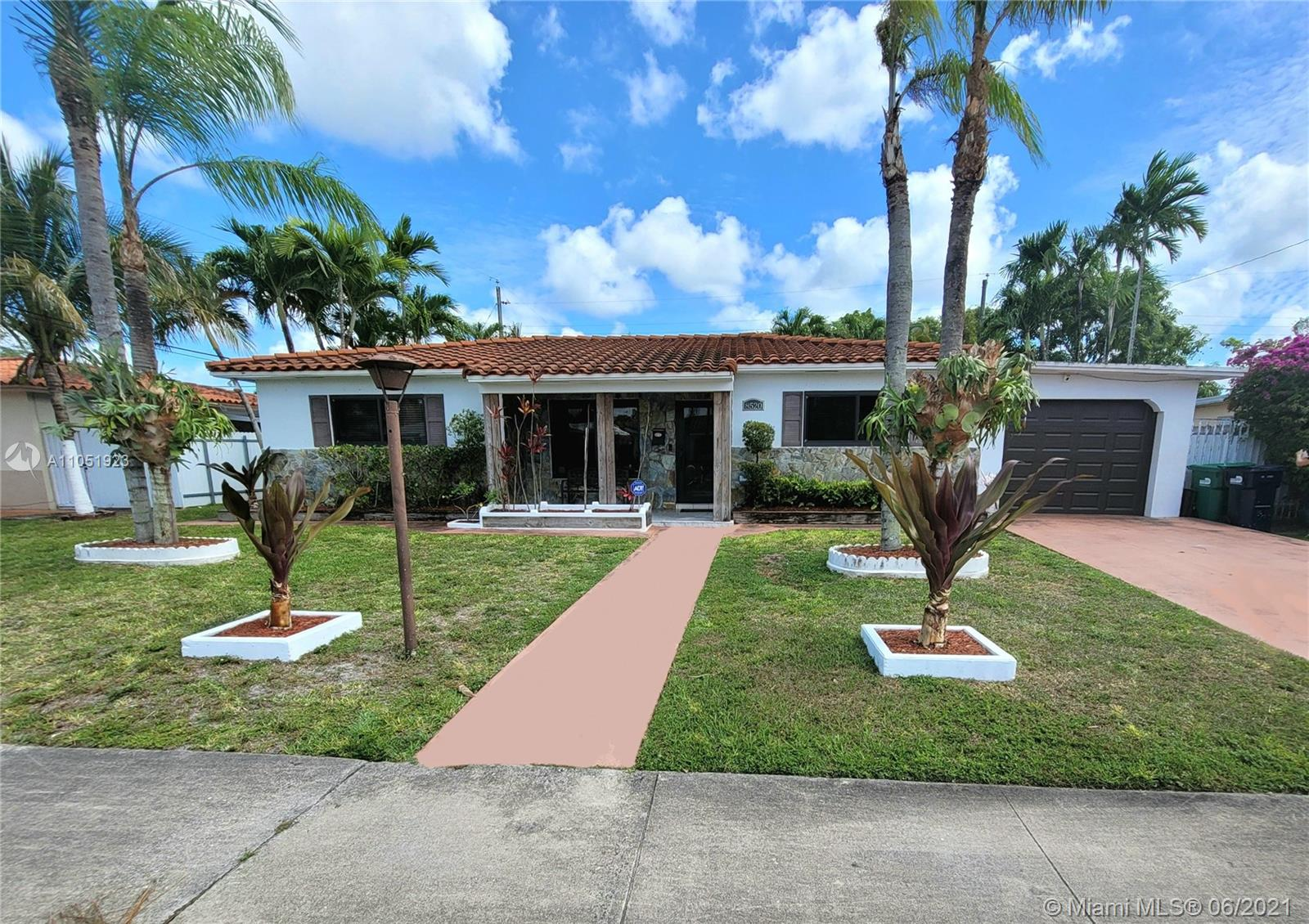 8520 SW 42nd Ter  For Sale A11051923, FL