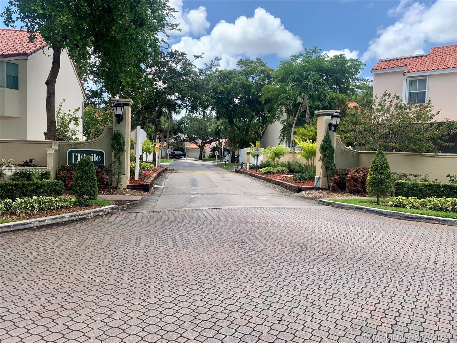 3140 N 36th Ave  For Sale A11053735, FL
