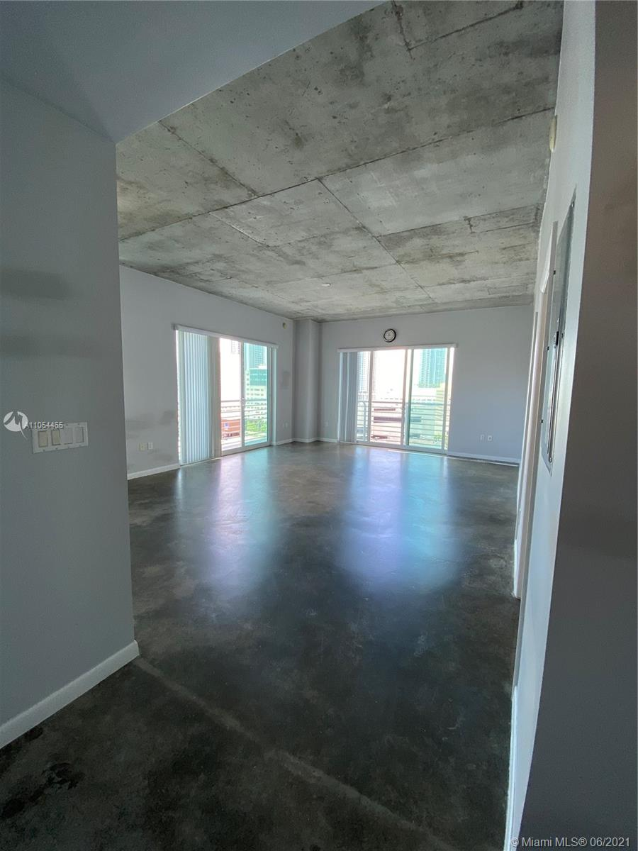 Welcome to Downtown Miami!!! This 2 bedrooms / 2 bathrooms Loft corner unit is the biggest in sqft. Centrally located and walking distance from restaurants, metro mover, brightline station, bars and much more. Call today!!!!