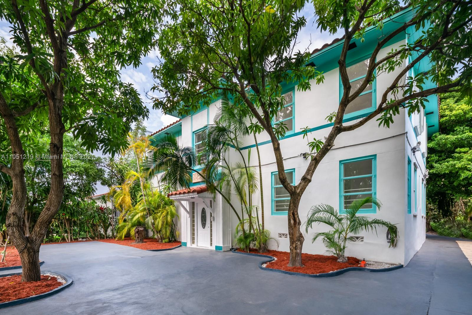 925  Lenox Ave  For Sale A11051219, FL