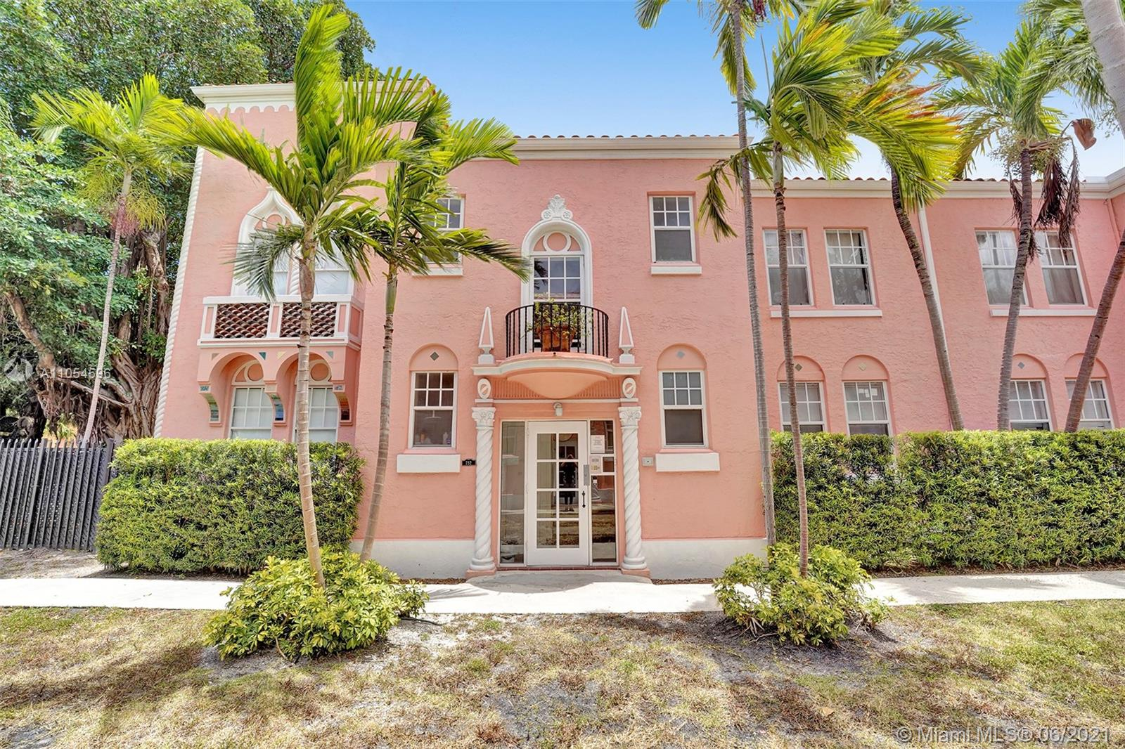 752  Meridian Ave #17 For Sale A11054596, FL