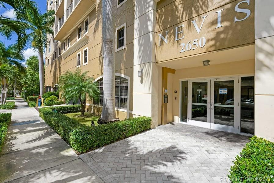 Beautiful and spacious split bedroom  2/2 with 3 assigned secure parking space, corner unit boasts gorgeous views from both balconies. Tile floors throughout and walk in closet in master. Plenty or storage space. Washer and dryer in unit very well maintained building with gym, sauna,billiard. Call listing agent for showing.