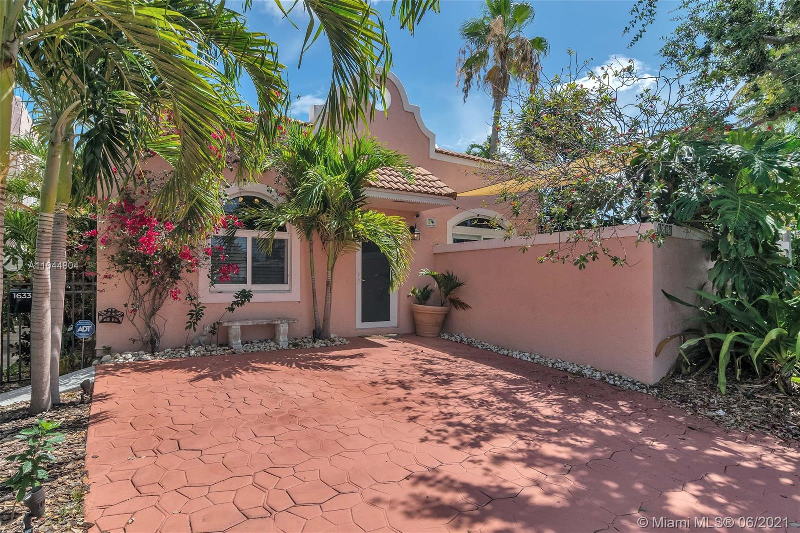 1633  Tyler St  For Sale A11044804, FL