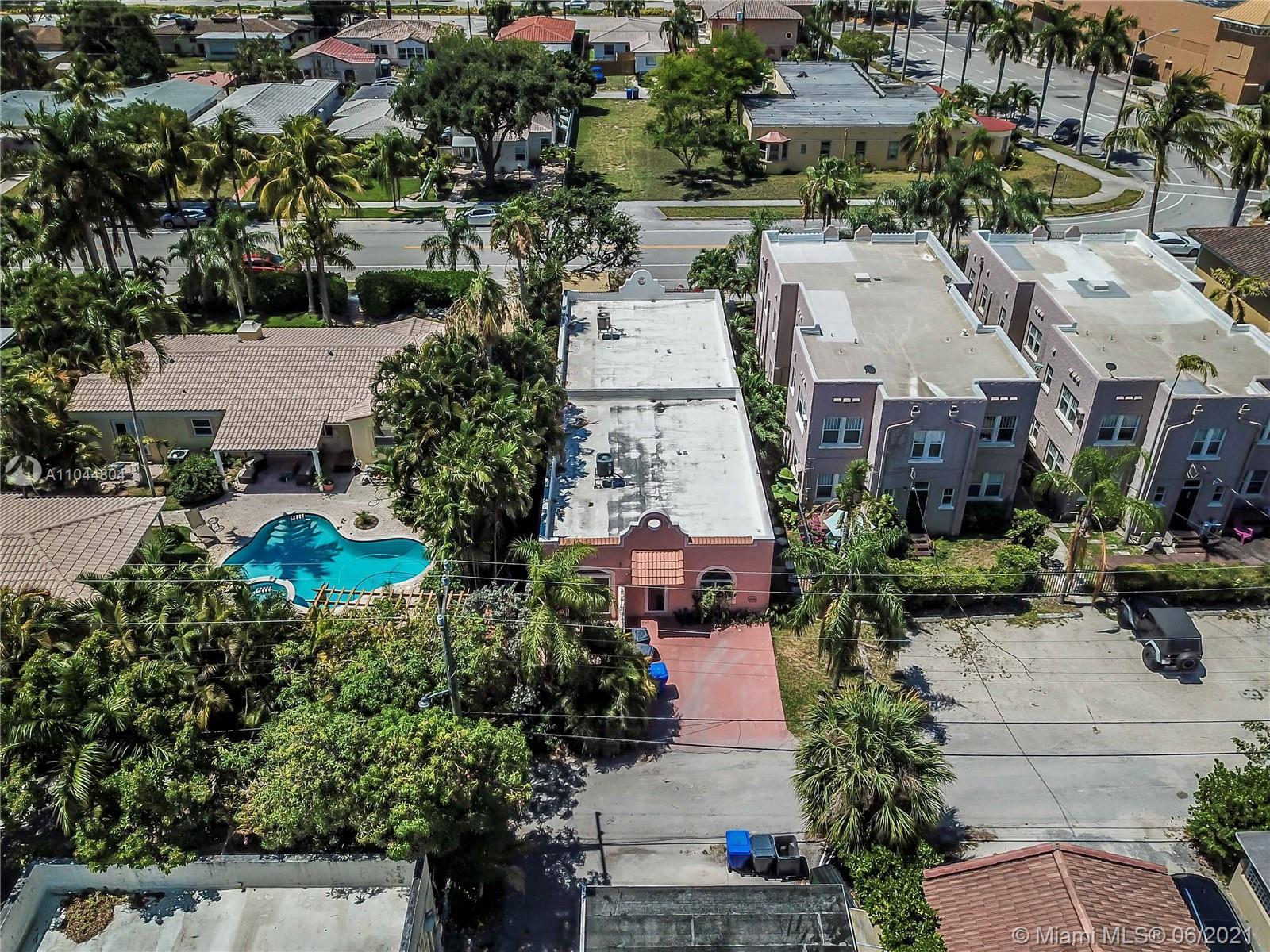 1633 Tyler St, Hollywood, Florida image 3