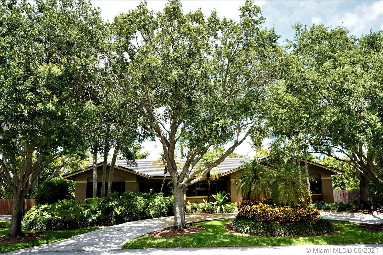 18025 SW 83rd Ct  For Sale A11054502, FL