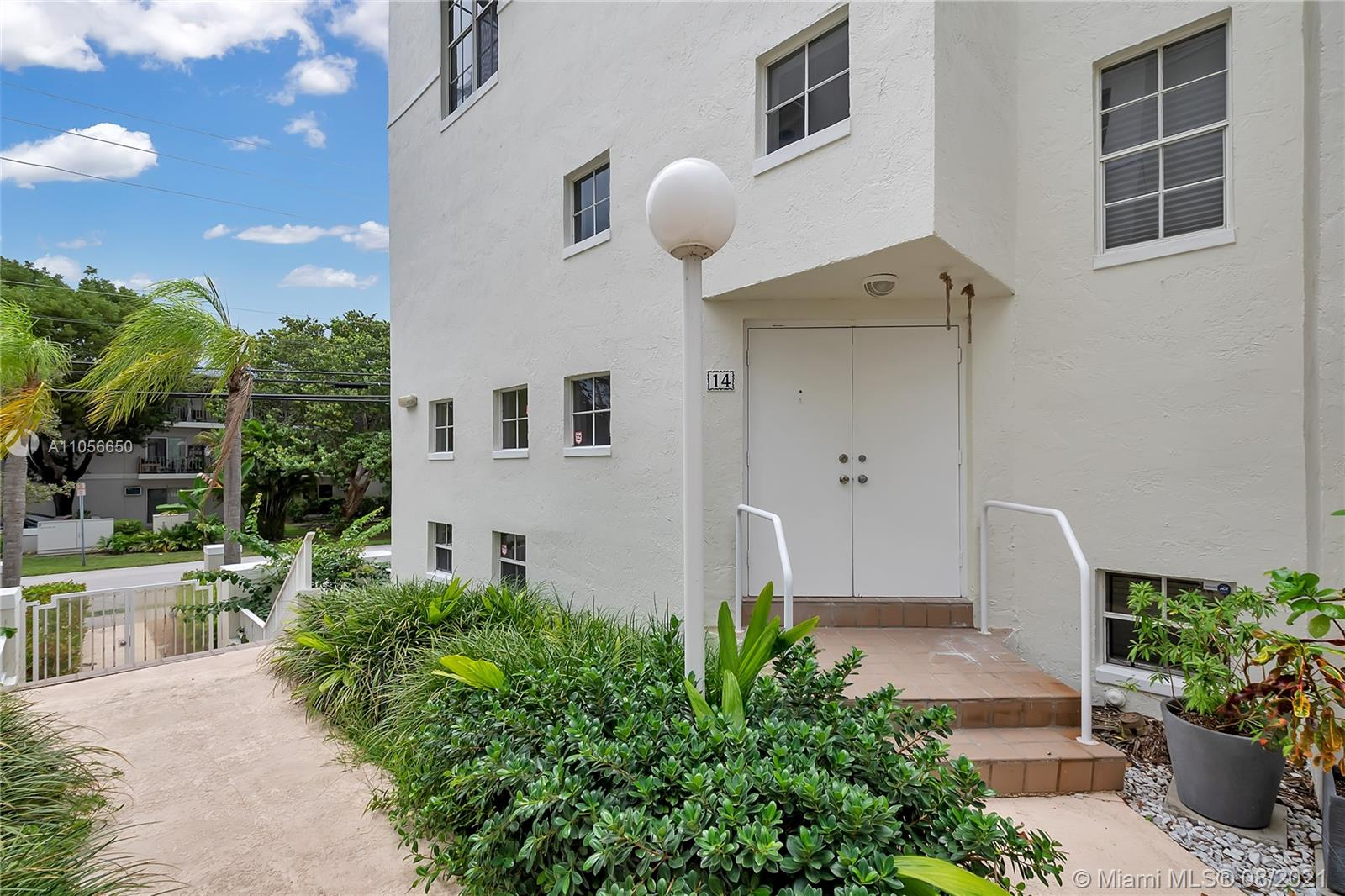 Spacious Tri-level Condo/Townhouse in Downtown South Miami - The Fountains. Plus a one car garage. Fantastic location -Walk to everything - Winn Dixie directly across street, all kinds of restaurants and shopping. Walk to Metrorail. Close to Univ. of Miami. Also, close to Publix and Whole Foods.  Features fireplace, one bedroom on 1st level with full bath. Two A/C units, full size washer & dryer. Large master with seating area.  Tile floors and some carpet.  Light and bright, double front doors, One bedroom and bathroom on ground level - next to garage entry and also ground entrance.  Gated main entrance from courtyard on second level to living room and kitchen and powder room.  No Flood Zone.   Check this link for free shuttle service in the City of South Miami - The City of Pleasant