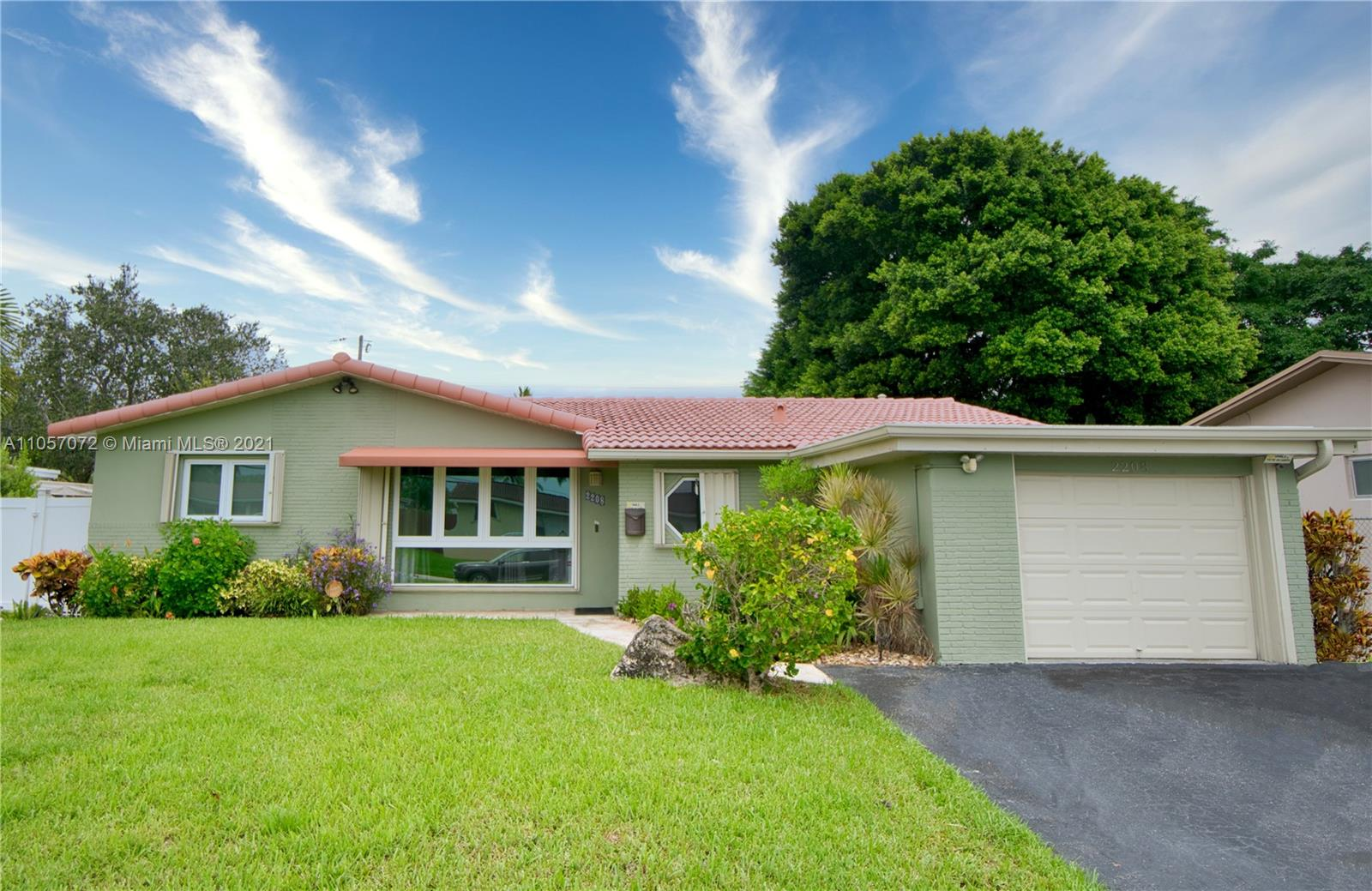 2208 N 40th Ave  For Sale A11057072, FL