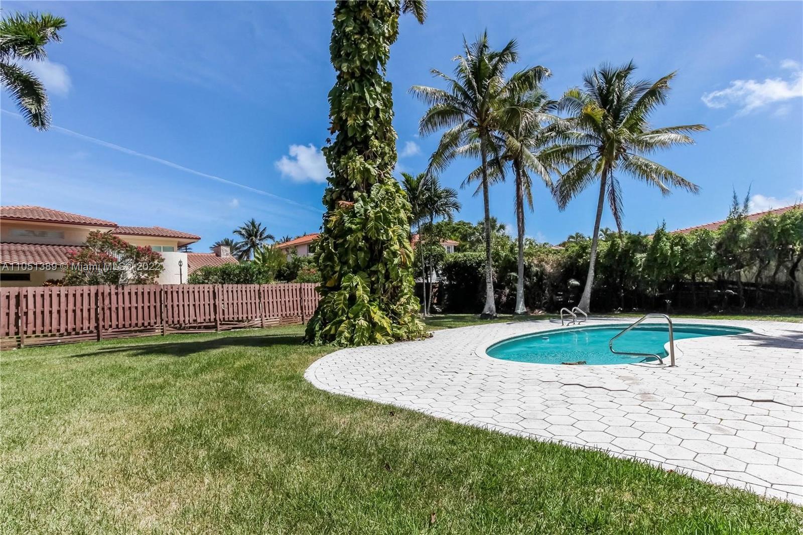 547  Golden Beach Dr  For Sale A11051389, FL