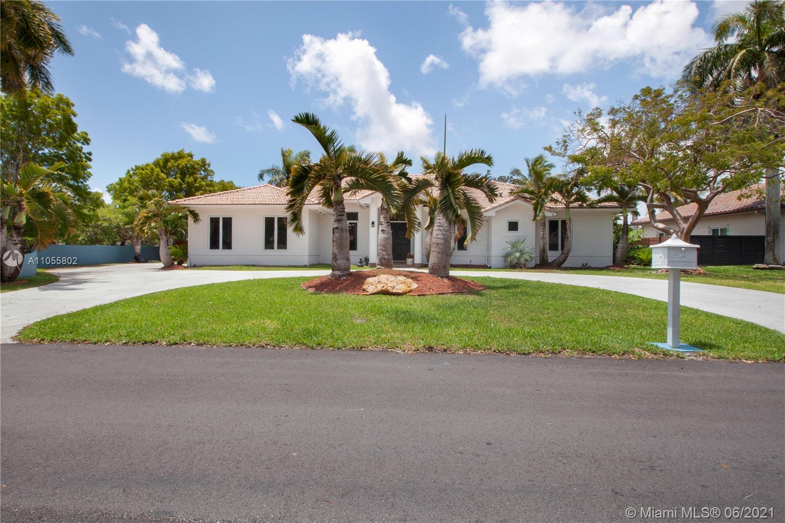 8318 SW 182nd Ter  For Sale A11055802, FL