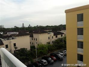 Excellent 1/1, central Coconut Grove location, near University of Miami, all conveniences nearby, metro station, parks, shopping, restaurants, and more. Full amenities: rooftop pool & gym on site. Short drive to Merrick Park, Downtown Miami, Beaches, MIA airport.