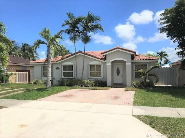 4/2 SFH, all tile, living, dining, and family room. Large lot with terrace and room for pool, shed w/electricity for storage or project making. Accordion shutters. No association.