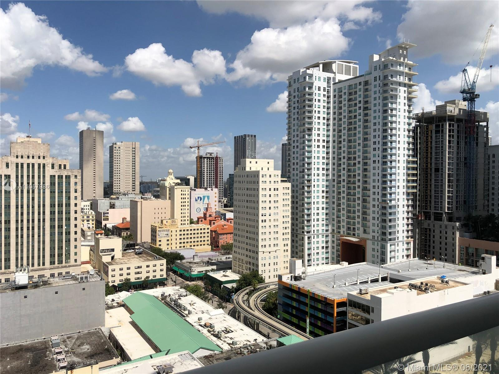 ATIFUL 2BED/2BATH CONDO FULLY FURNISHED RIGHT AT THE HEART OF BAYSIDE. BUILDING WITH MODERN ARCHITECTUTE FINISH, AMENITIES INCLUDE; POOL, GYM, YOGA ROOM AND MORE. DOWNTOWN VIEWS FROM THE BALCONY. ENTERTAINMENT, RESTAURANTS THE BAY WALKING DISTANCE