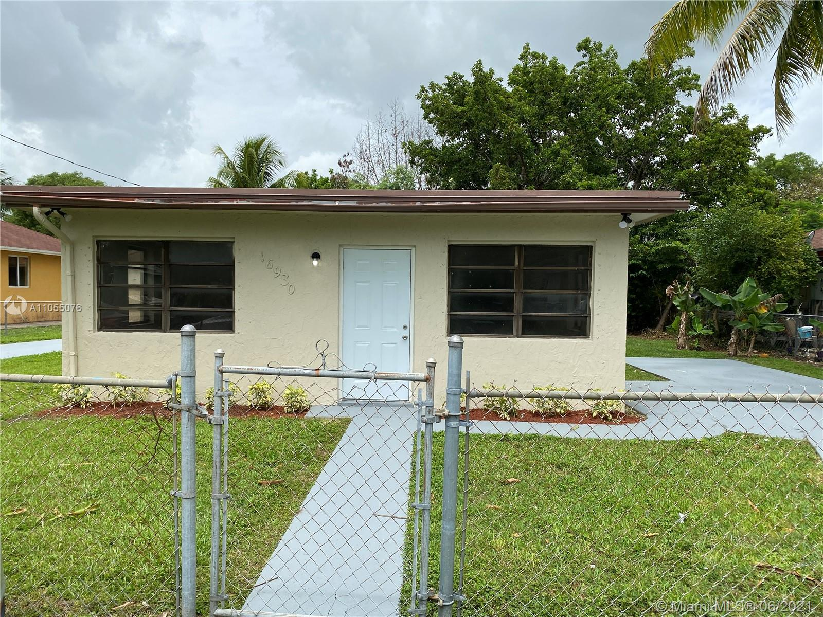 16930 SW 94th Ave  For Sale A11055076, FL