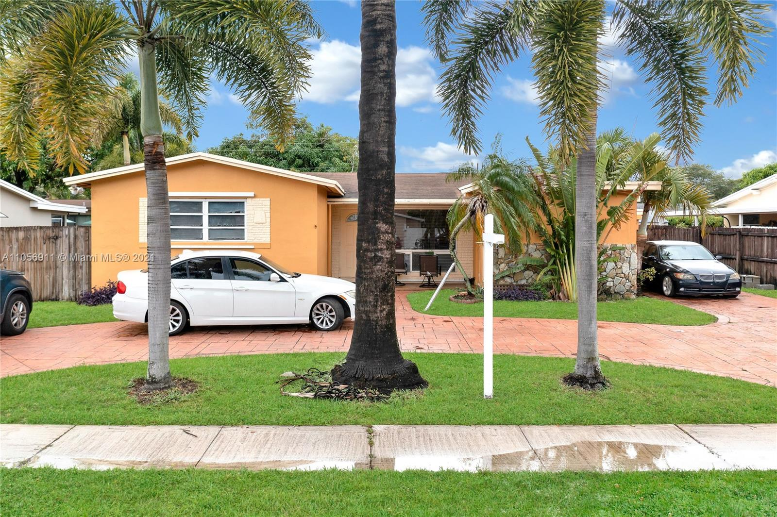 610 SW 69th Ave  For Sale A11056911, FL
