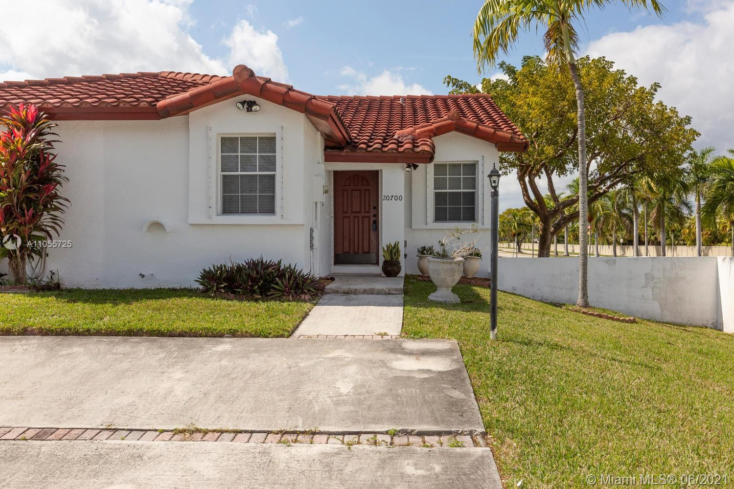 20700 SW 81st Ave  For Sale A11055725, FL