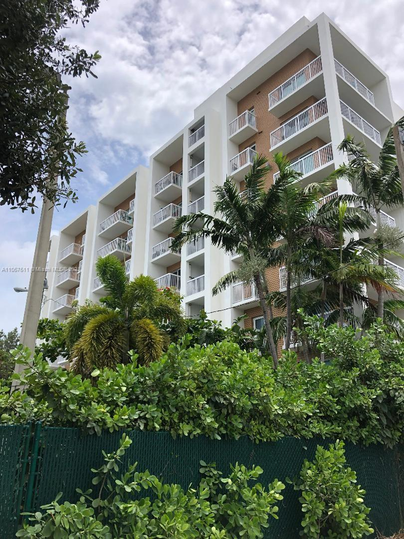 Cozy 1 Bedroom and 1 Bathroom, unit located in Villaggio In The Grove, which was designed by Chad Oppenheim, who is an international award winning modern and luxury architect. Unit features large open kitchen with granite counter tops and ceramic floor, balcony, unit is protected with impact resistant windows. Washer and Dryer in unit. Secure covered attached garage for parking. Building features rooftop pool, gym and business center. Walking distance to the Metrorail, Restaurants, One mile from Mercy Hospital, 7 Blocks from Coco Walk, Minutes away from Coral Gables, Brickell, and Miami Beach.
