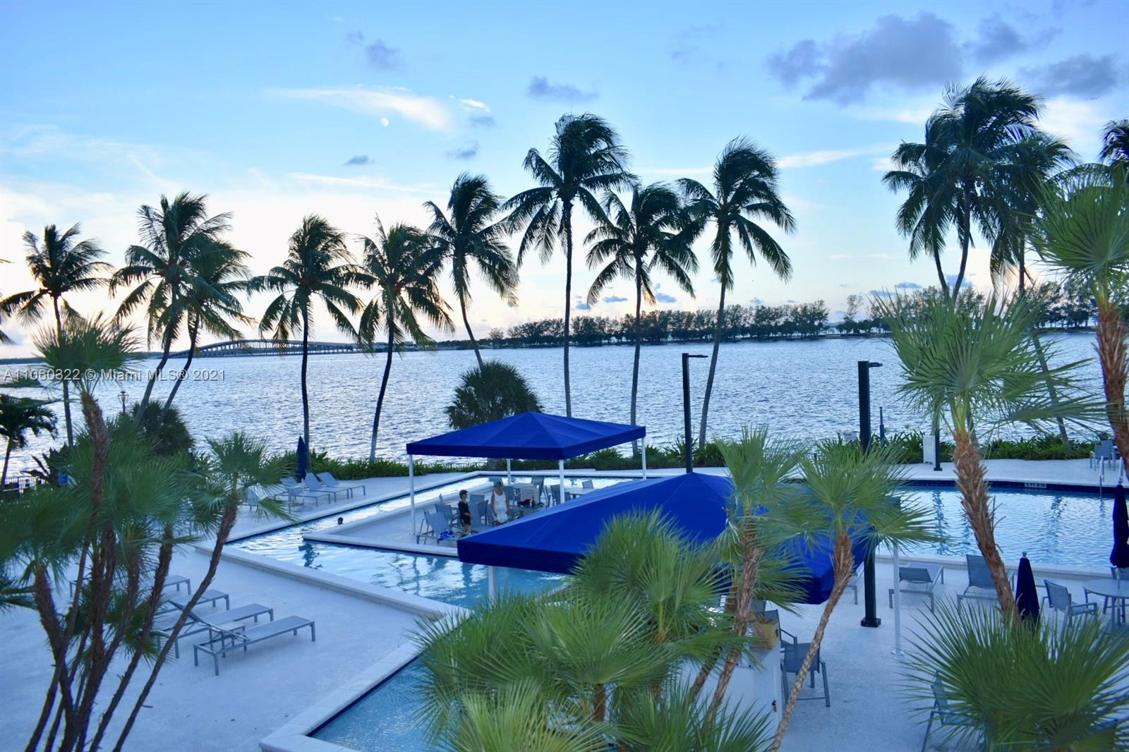 Location...location...location... Prestigious Brickell Bay Club; 2-2 unit. split design. washer and dryer inside the unit. Great resort style amenities: gym, tennis courts, banquet hall, jacuzzi, kids room, grocery store, beauty salon, valet parking, pool by the bay/ gated, family oriented building. close to restaurants, beaches, shopping center. easy access to I95. great opportunity to own on iconic Brickell Avenue. Safe and well established building.