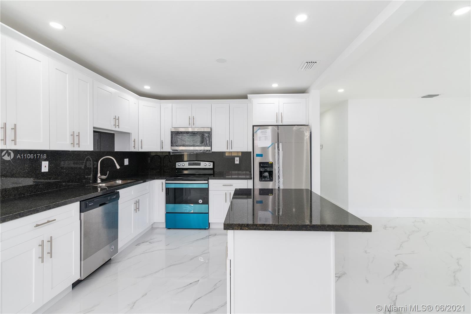 10439 SW 6th St  For Sale A11061718, FL