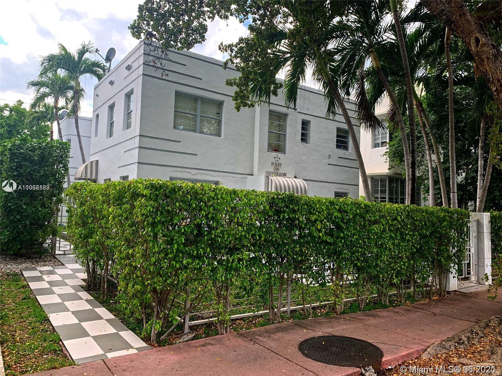 Amazing TURN KEY READY property that give immediate ROI. Miami Beach unit with stainless steel appliances. walking distance to everything, beach, stores, restaurants etc... Location is absolutely perfect. A MUST SEE. Don't miss this opportunity.
