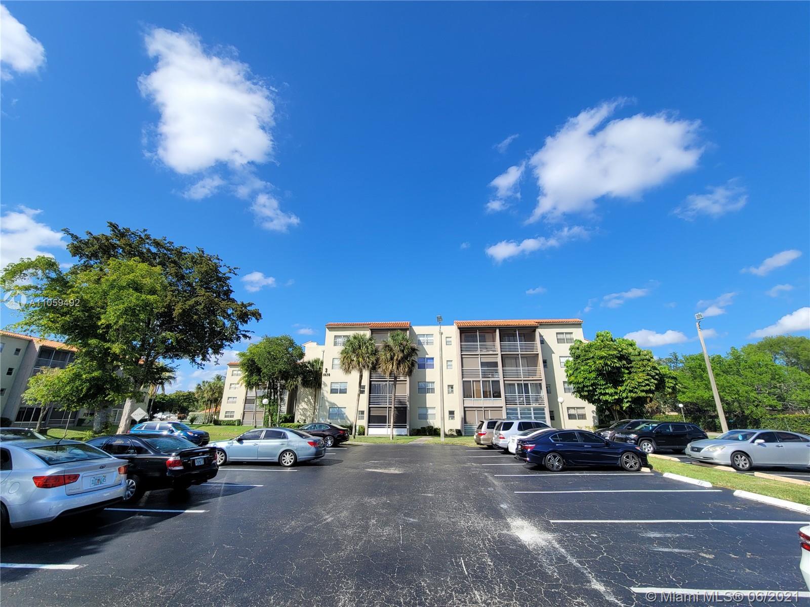 1820 N Lauderdale Ave #21