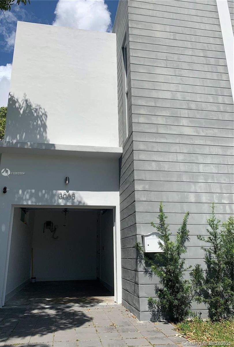 Super modern 2016 new construction with good finishes,,3 bedrooms and 2.5 bathrooms. Open modern kitchen with island, granite countertops and stainless steel appliances. Glass door in bathroom showers. Electric parking gate and capacity for two vehicles, one covered and one outdoor. Long, spacious and comfortable garden for barbecue with a floor on the terrace. Located in the Coconut Grove area, near Brickell and Coral Gables. Pets accepted. Outside camera included. Available now