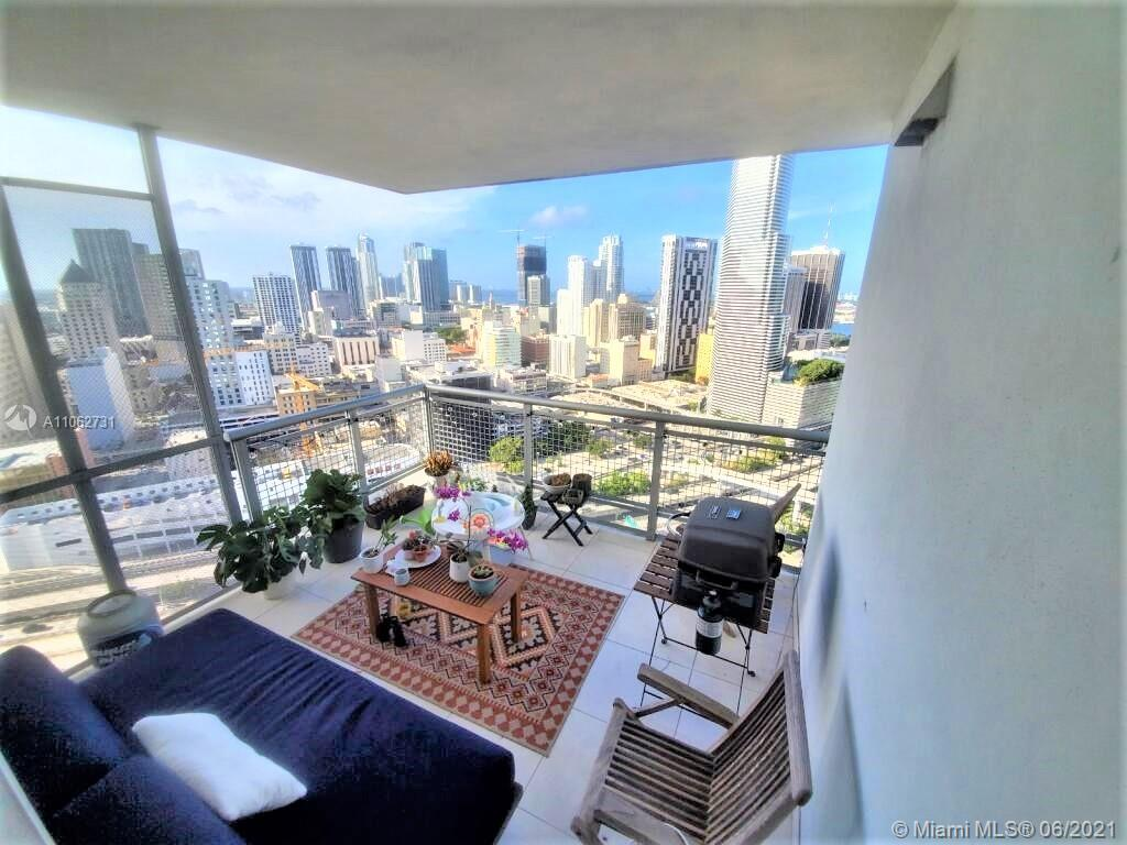 Central location with a beautiful view of the bay and downtown, very well maintained apartment ready to move 2 Bedroom 2 Bath in a very nice building with a plenty of amenities Pool, Hot Tub, Gym, Valet Parking, Front desk and more walk to finest restaurant, Citi Center and more.