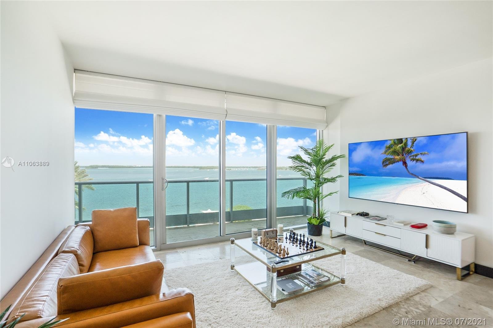 Beautiful and unobstructed bay views in the most pristine building in Brickell. Spacious two bedroom plus den with wonderful square footage. Private elevator right to the unit. Condo is currently leased to a great tenant, with the contract ending in December 2021. Terms can be negotiated. Includes one parking and a storage unit.