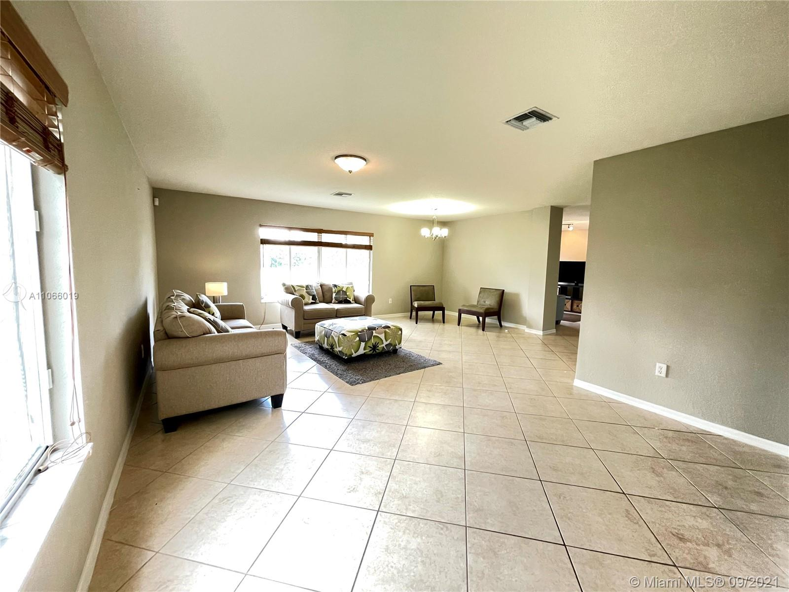 12465 SW 47th St  For Sale A11066019, FL