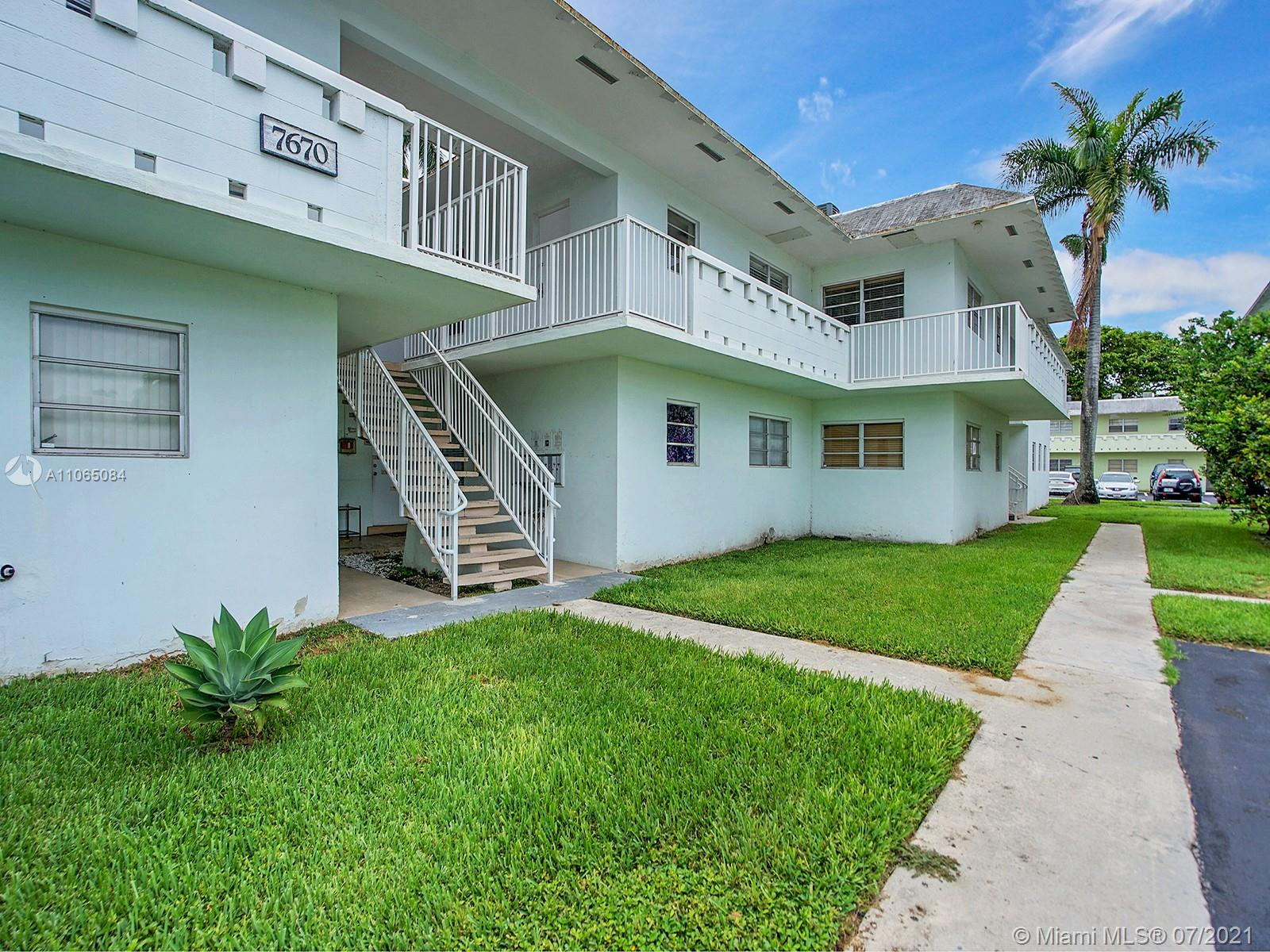 Wonderful investment opportunity for a 2 bedroom, 2 bathroom fully updated condo in the heart of Dadeland. Excellent location near major highways, Universities and Baptist Hospital. Walking distance to restaurants and Dadeland Mall. Washer and Dryer in unit!