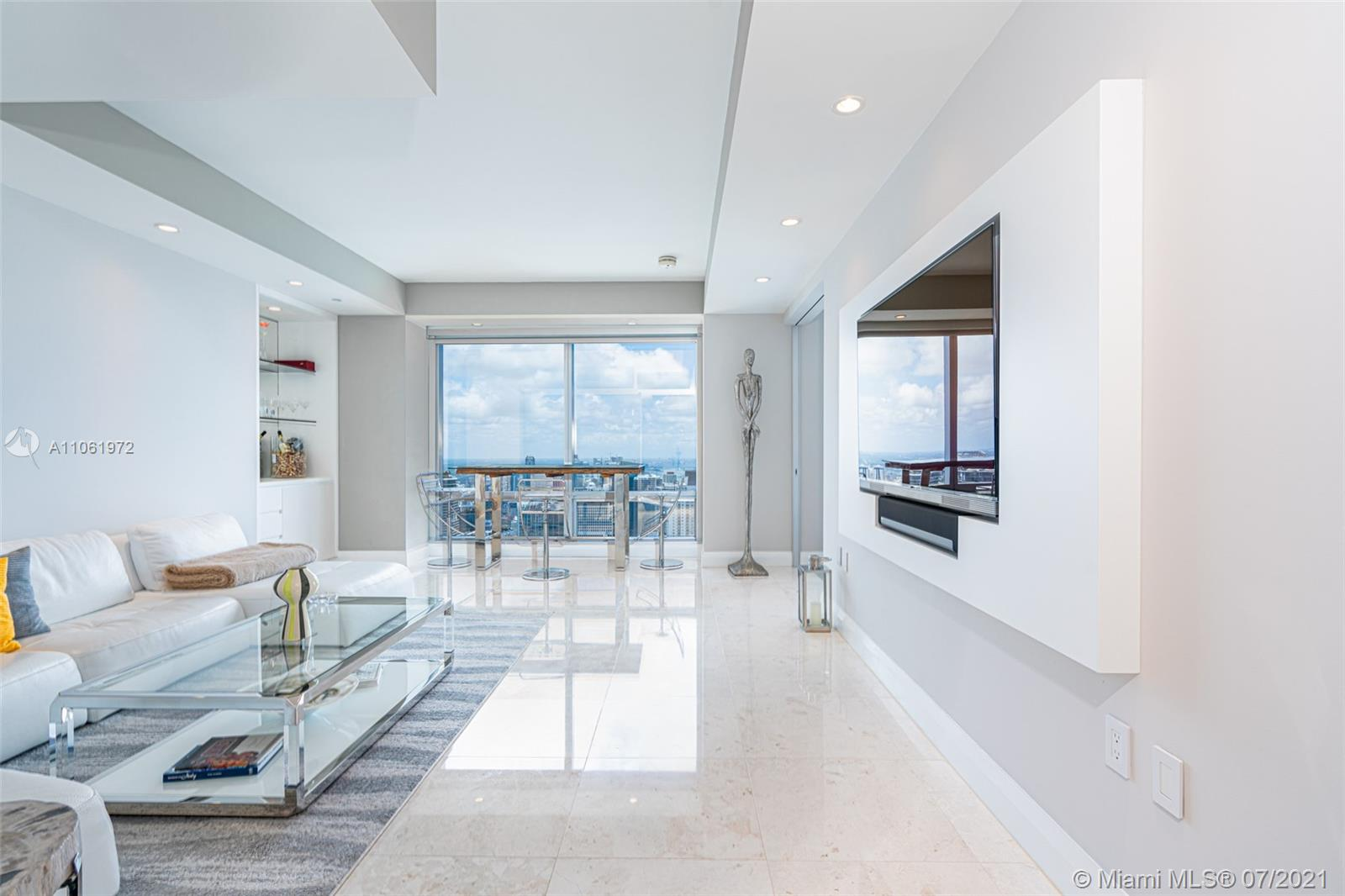 Spectacular 1 bedroom 1/5 Bathroom Pent House Residence ; Totally redesign - Unique Layout . Offering Magnificent Bay  & city views.  Open floorplan ,  spacious kitchen and laundry area.   Walking Closets. 10ft Ceilings and Spacious Master bathroom , Walking-IN Shower .   Marble floors through out , Roller shades & Blackouts.  A must see !!!