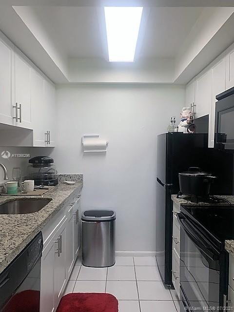 GREAT OPPORTUNITY FOR  INVESTMENT OR TO LIVE IN THE HEART OF DADELAND. PRISTINE CORNER UNIT WITH VIEWS OF CANAL FROM ALL WINDOWS, WITHIN STEPS OF DADELAND MALL, DOWNTOWN DADELAND, CLOSE  PALMETTO EXPRESSWAY, US1, BAPTIST KENDALL, FINE DINING, ENTERTAINMENT,PLACES OF WORSHIP, AND MUCH MORE. COMMON LAUNDRY RIGHT IN FRONT OF UNIT FOR EASY ACCESS. PRICED RIGHT FOR A QUICK SALE.