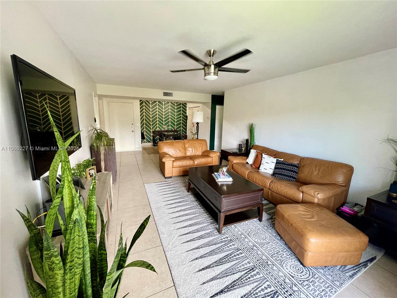 Beautiful 2/2 apartment in Kings Creek South located in the Dadeland area. Tile floors throughout, large balcony with beautiful canal views, spacious split floor plan. Community offers many amenities: 2 pools, hot whirlpool spa, tennis court, full gym, meeting room and party room rental, 24hr security, guard house, and much more! LOCATION! LOCATION! LOCATION! GREAT FOR INVESTORS!