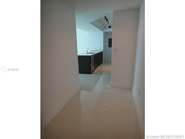 BEAUTIFUL AND SPACIOUS 2 BED 2 BATH CONDO WITH PORCELAIN FLOORS ALL THROUGH-OUT. EUROPEAN KITCHEN WITH STAINLESS STEEL APPLIANCES AND QUARTZ COUNTER TOPS. AMAZING VIEWS OF MIAMI RIVER, BISCAY BAY AND THE CITY. GREAT FULL SERVICE BUILDING WITH PLENTY OF AMENITIES. EXCELLENT LOCATION RIGTH ON BRICKELL AVE WALKING DISTANCE TO DOWNTOWN. VERY EASY TO SHOW!!