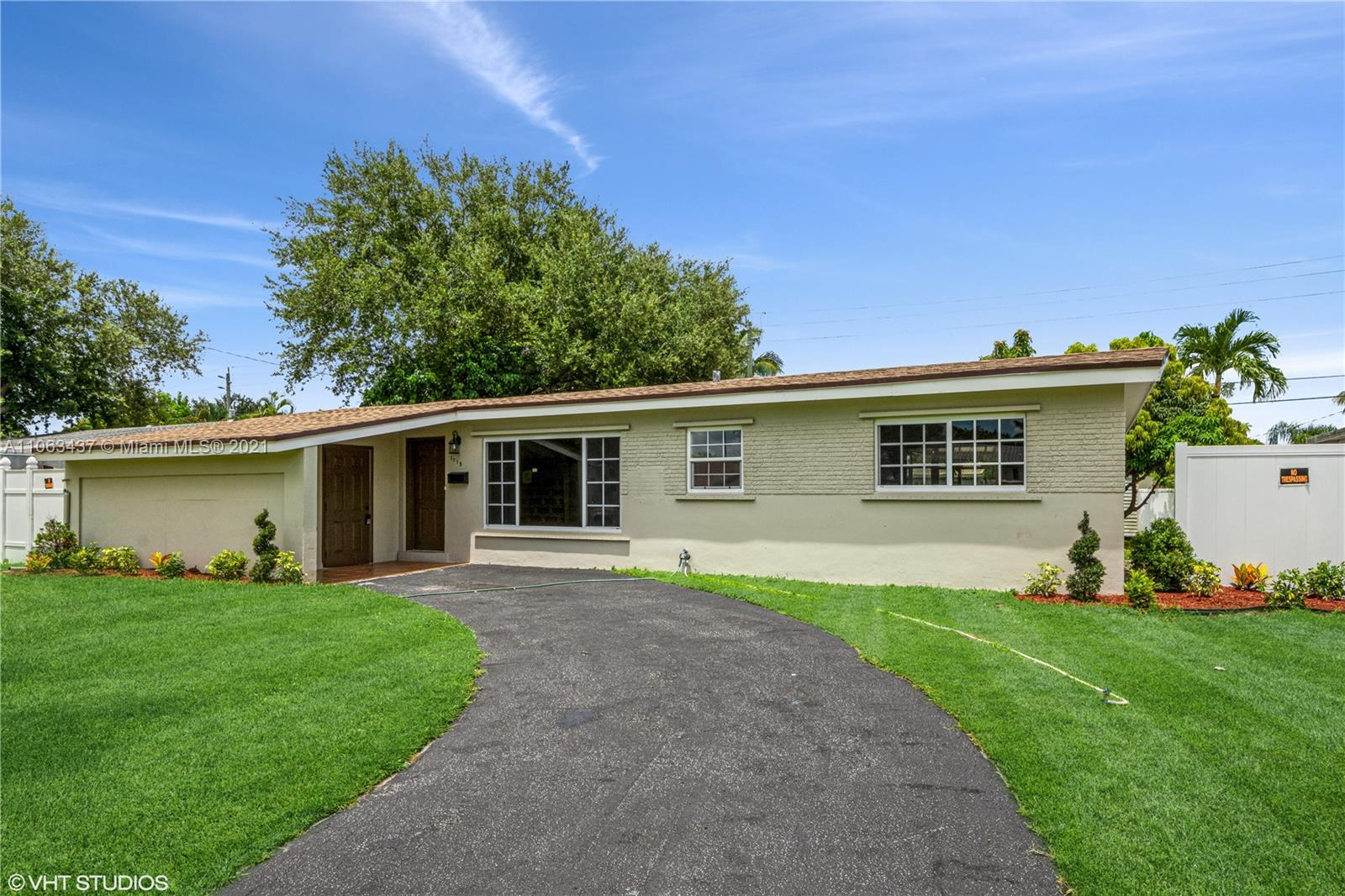 1715 N 46th Ave  For Sale A11063437, FL