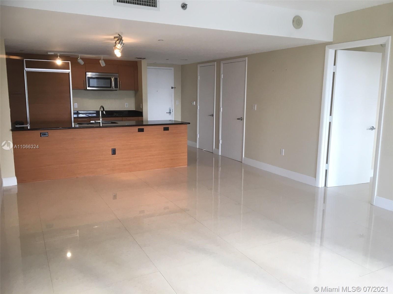 AMAZING CORNER UNIT OVERLOOKING DOWNTOWN MIAMI AND BISCAYNE BAY. GREAT AMPLE SPLIT PLAN WITH WRAPAROUND BALCONY, TILE FLOORS & WALK-IN CLOSETS. FULL AMENITIES BUILDING, GYM, VALET, POOL & SPA. CLOSE DISTANCE TO RESTAURANTS AND SHOPS. AVAILABLE AUGUST 9th, 2021.