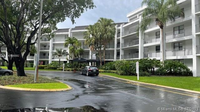 GREAT GOLF VIEW UNIT IN FAIRWAYS AT BONAVENTURE. CORNER UNIT. 3 BED/2 BATHS TILE IN SOCIAL AREAS AND LAMINATED FLOORS IN BEDROOMS. SCREENED BALCONY. IMPACT WINDOWS + ACCORDEON SHUTTERS. MIN DOWN PAYMENT 30%. NO RENTALS FIRST YEAR. ATTACHED ARE INFO FOR APPLICATION, BUDGET & BY LAWS. ASSOCIATION IS WORKING ON 40 YRS CERTIFICATION. ROOF WAS RENOVATED BETWEEN 2005-2010. ROOF CONDITION IS GOOD. PARKING ASPHALT IS NEW. SECURITY CAMERAS WERE INSTALLED. NEW ELEVATORS. LOBBY AND HALLWAYS RENOVATIONS ARE COMMING. SHOWASIST. EASY TO SHOW