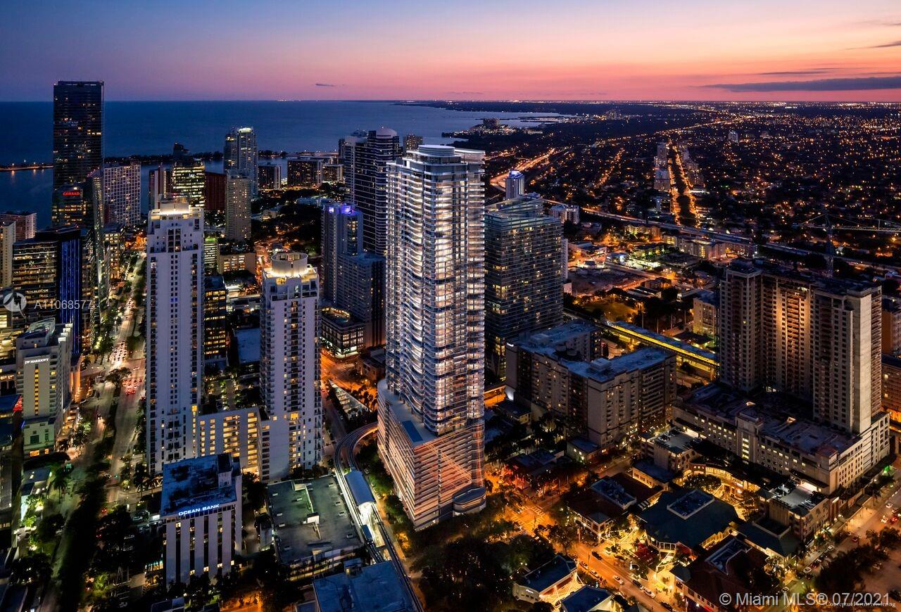 Beautiful 2 Bedroom + 2.5 bathroom, 1875 sqft corner unit available now at Brickell Flatiron. This unit provides amazing views from its spacious terraces and great location. Located on the hottest neighbourhood of Miami, you will be able to enjoy of spectacular restaurants, bars, stores, within walking distance.