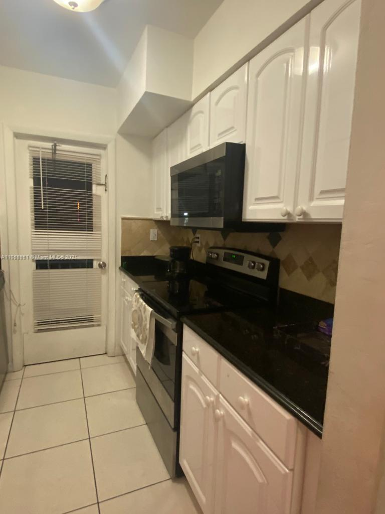 GREAT 1/1 CONDO UNIT, TILE FLOORS,  MINUTES AWAY TO INTERSTATE 95 BEACHES, UPSCALE SHOPPING AND RESTAURANTS. SITUATED IN A QUITE APPEALING AREA. GREAT OPPORTUNITY TO OWN IN HEART OF BAY HARBOR !!!