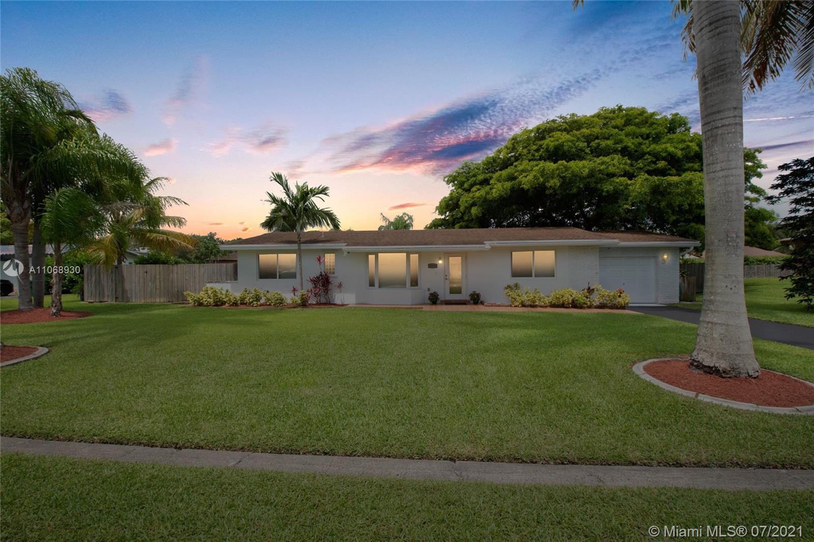 16880 SW 84th Ave  For Sale A11068930, FL
