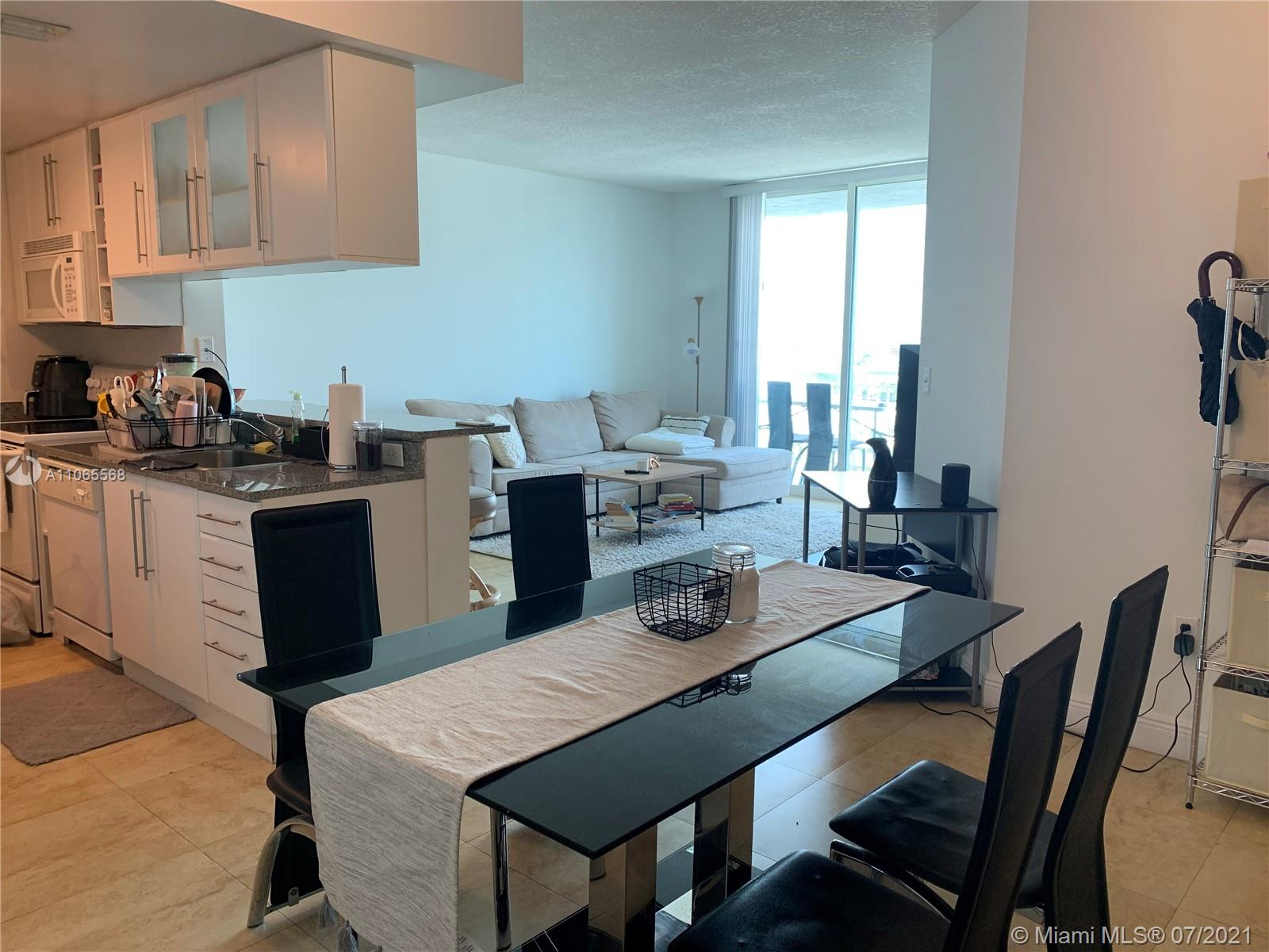 Beautiful 1 BED 1 BATH in a great central location. Tile floors all throughout and open city and water views. Rented to a great tenant till April 2022 ($1700/monthly).