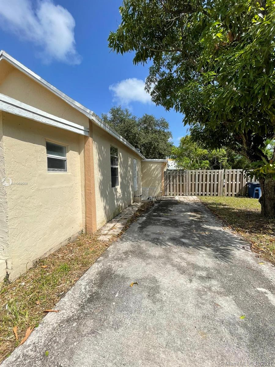 1021 NW 8th St  For Sale A11069568, FL