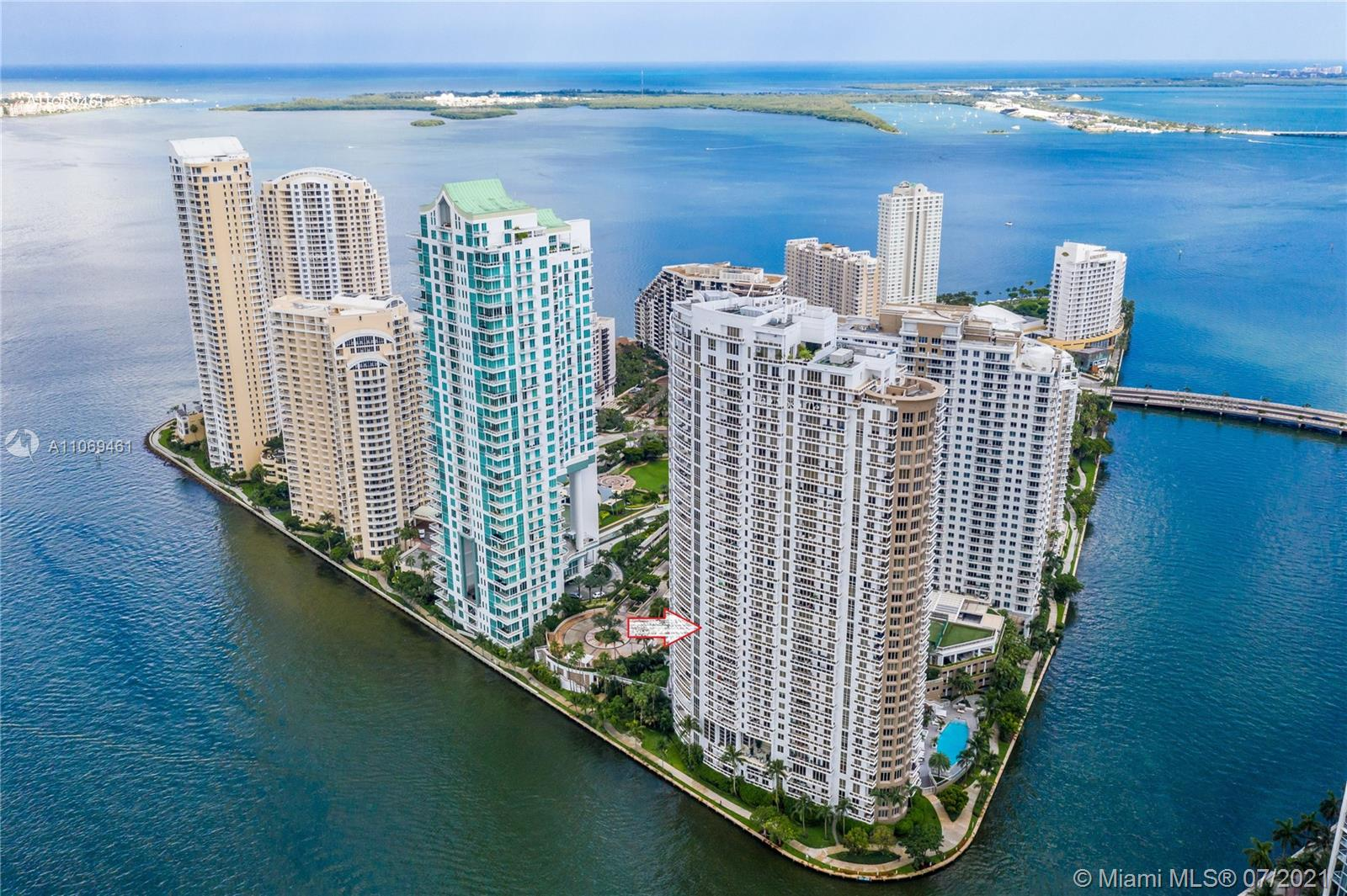 Fantastic opportunity! Amazing water views! This great unit has a spectacular unobstructed water view from every single room. 3 beds and 2.5 baths of luxury. Marble and wood floors. Great balcony high ceilings, 2 assigned SIDE-BY-SIDE PARKING SPACES! The elegant Carbonell building located on the private island of Brickell Key is within walking distance to downtown Brickell, Mary Brickell Village, Brickell City Center, and the Bayside Marketplace Place. Enjoy building amenities: concierge service, 24hr security, tennis courts, gym, racquetball courts more!! Easy to show!